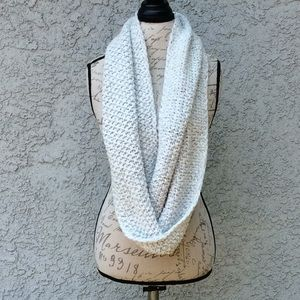 Chunky Knit White Silver Large Infinity Scarf 🧣